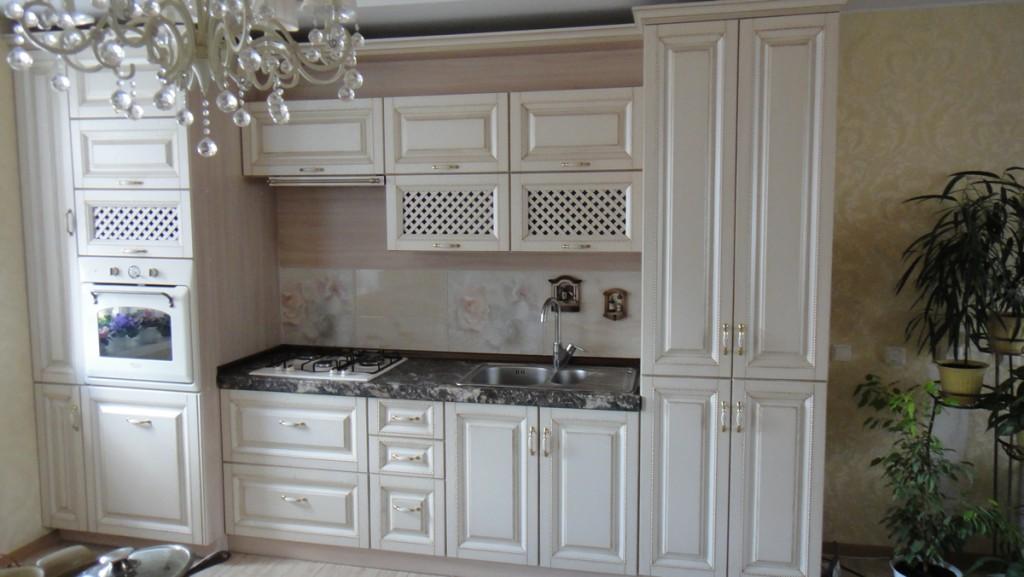 Кухня в классическом стиле на заказ в квартире