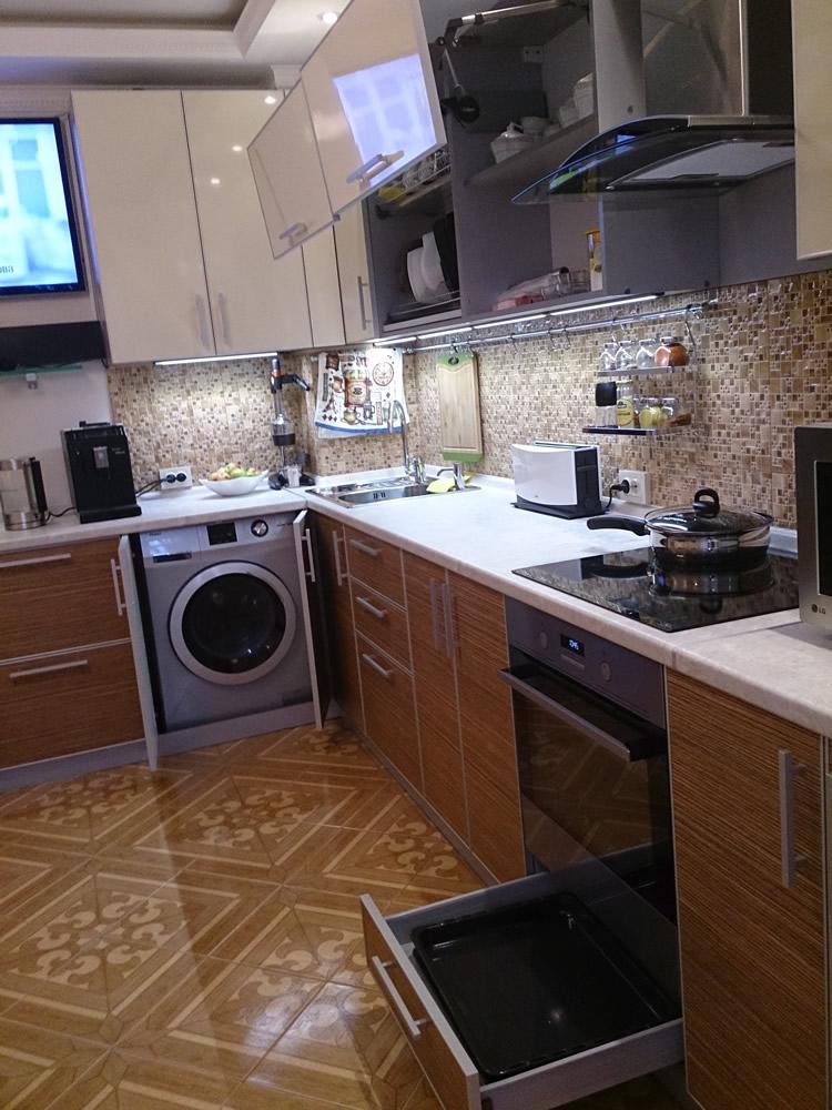 Угловая кухня  в современном стиле — выполнена на заказ.