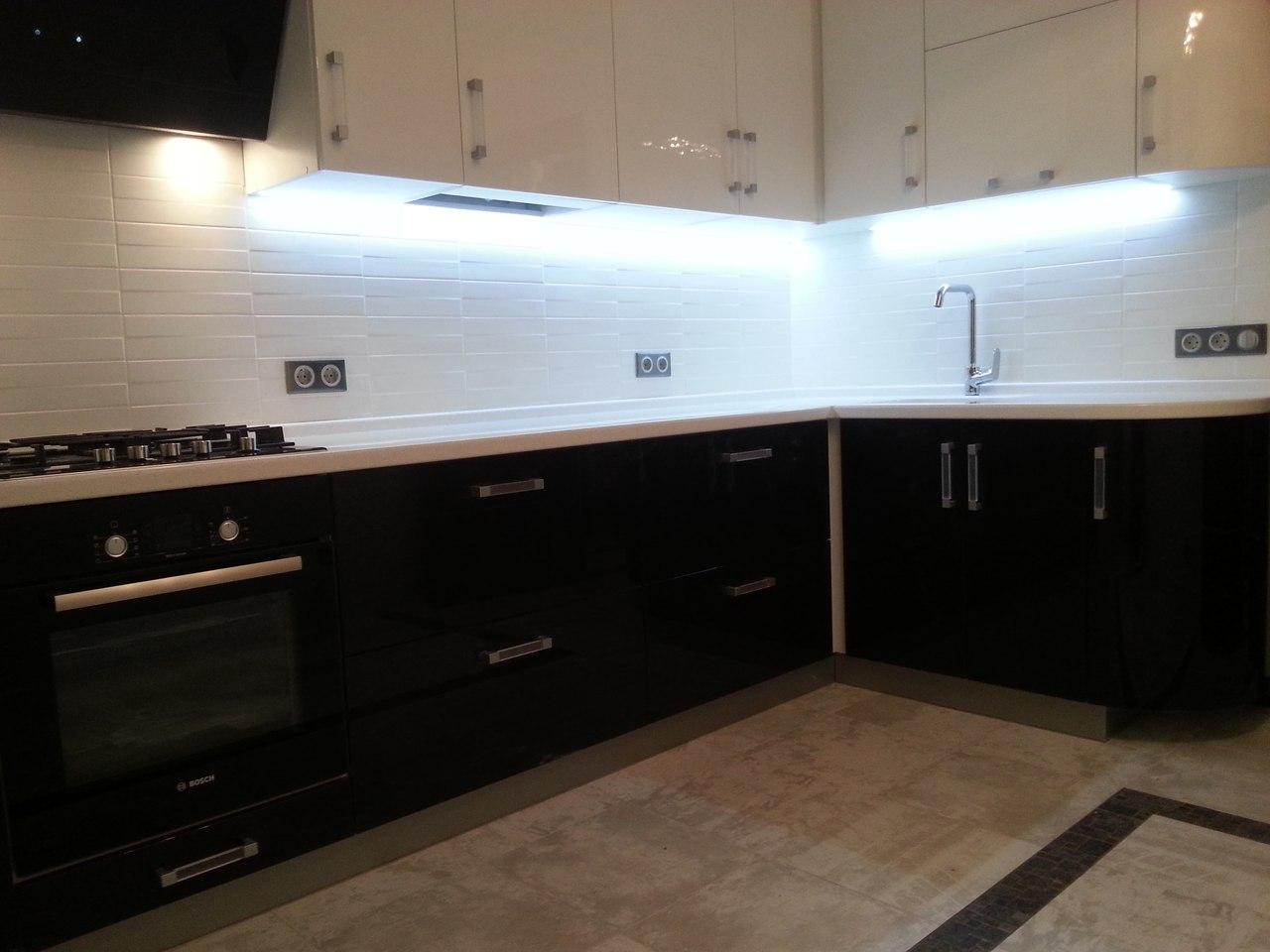 Угловая кухня на заказ в квартире
