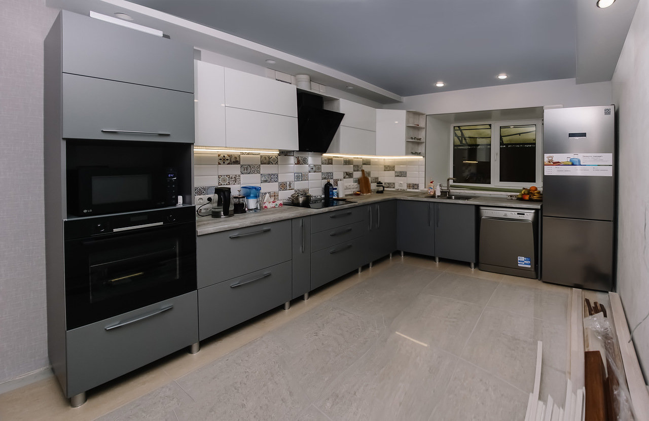 Кухня на заказ цвета вулканический серый