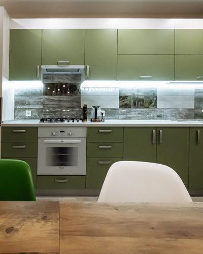 Кухня на заказ оливкового цвета